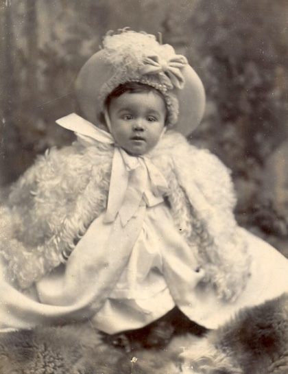Family photo of William as a very young boy