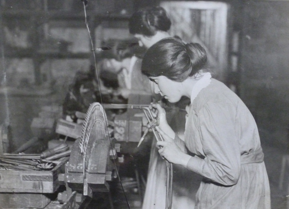 Woman at Parsons' Heaton works engaged in steam turbine manufacture during WW1