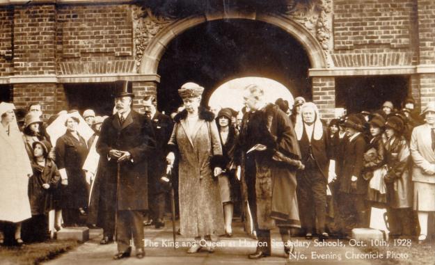 King and Queen open Heaton Secondary Schools, 1928