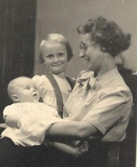 Olive with daughters, Julia and Margaret in 1953