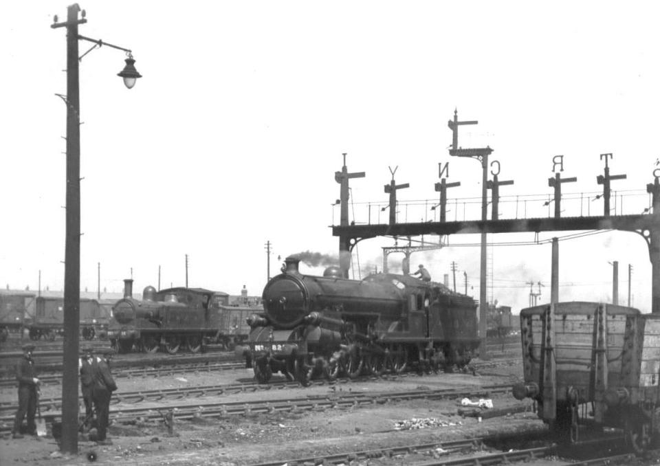 North Eastern Railway class S2 and London & North Eastern Railway B15 with an NER J71 tank engine, Heaton c1919